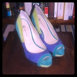Teal, blue, neon green & black pumps. Beautiful